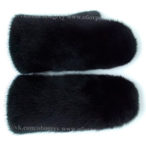 Черные варежки из норки